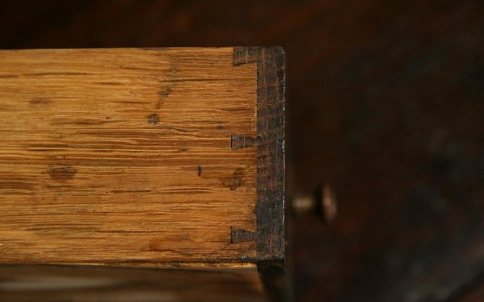 Dovetails - A Clue for Dating Antiques - The Harp Gallery