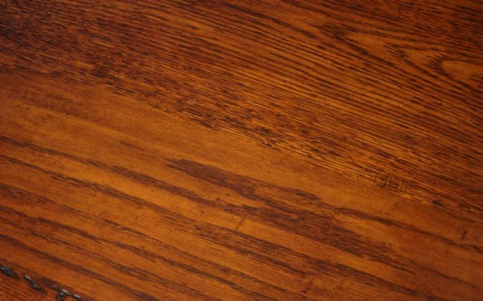 How to Tell the Difference Between Wood Types In Antique Furniture