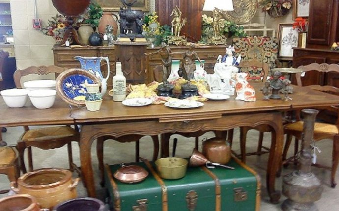 Relics Antique Mall, Tea Room & Event Center - Springfield