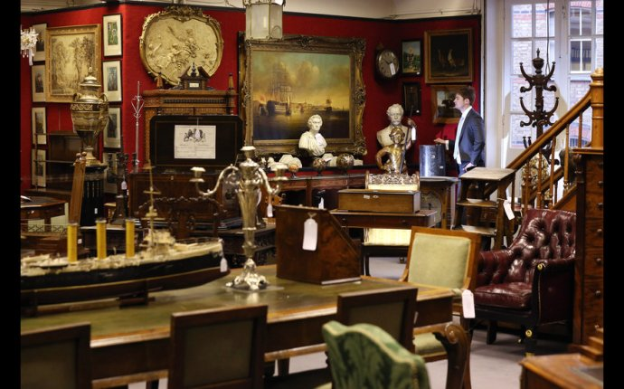 Auction House Furniture