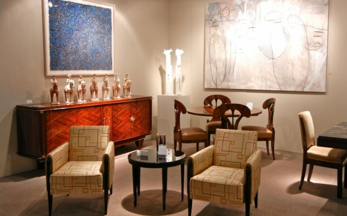 Mixing antiques with Modern Furniture