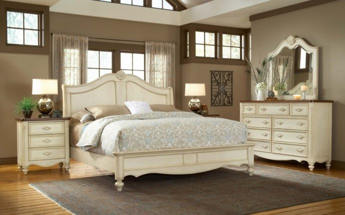 Antique White Bedroom Furniture Set